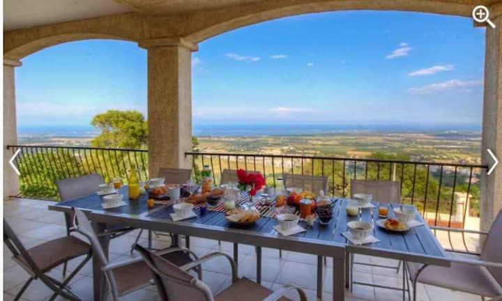 3 chambres d'hôtes dans villa vue imprenable
