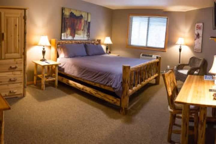 #4 River Pines Inn -  River Suite