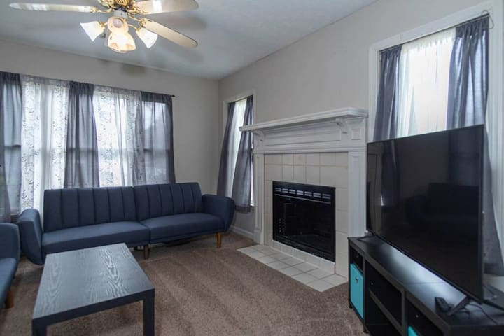 New Townhome by Family-Friendly Park! Pets OK!