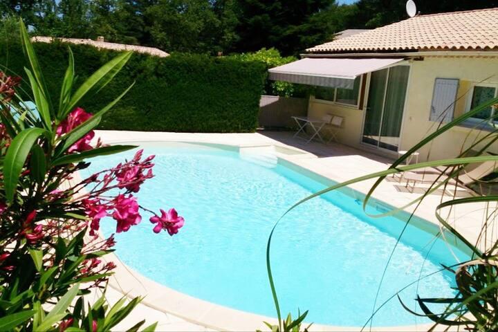 Maisonnette au calme avec terrasse