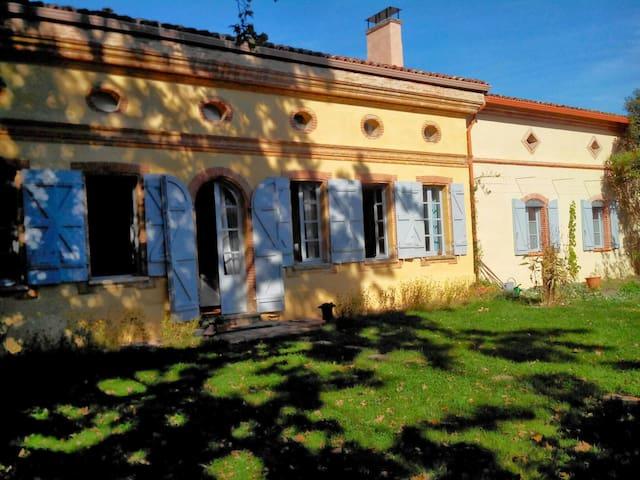 Maison toulousaine, en plein coeur du village - Castelginest - Casa