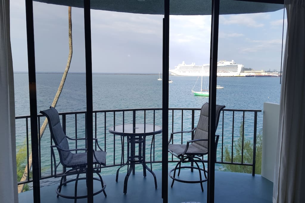 Cruise ships come and go right in front of your lanai.