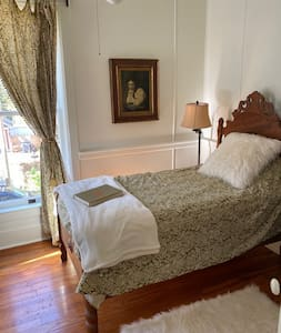 Prescott-Foley House-Frederik-sleeps 1