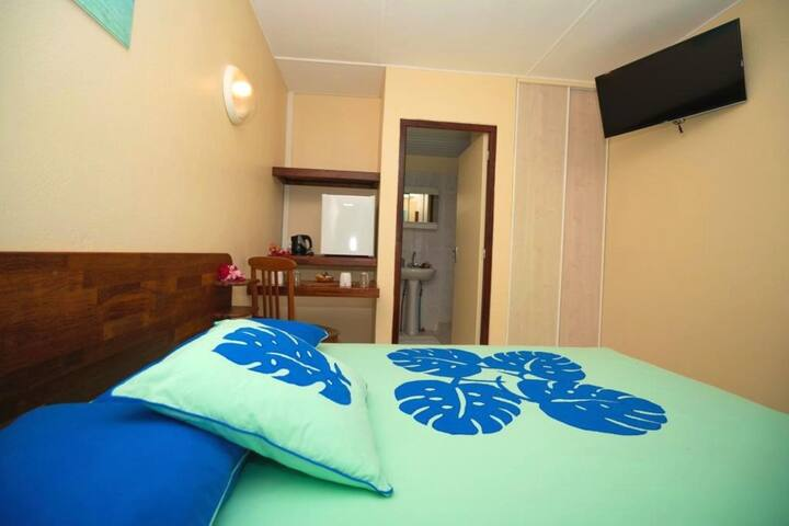 BORA - Holidays Standard Bedroom & Pool n°2