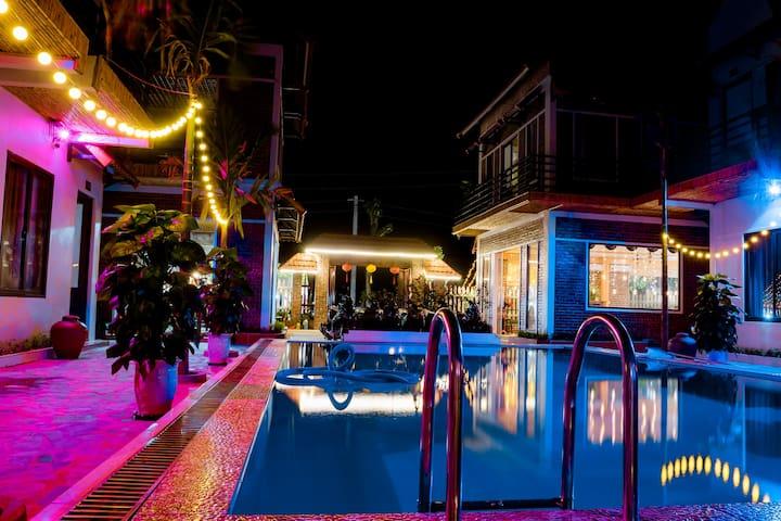 Mandala Villa - Quad room with private balcony