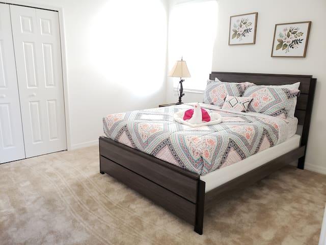 Bedroom 6(Queen)