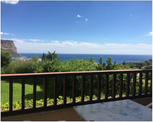 Grand studio vue mer et Cap Canaille