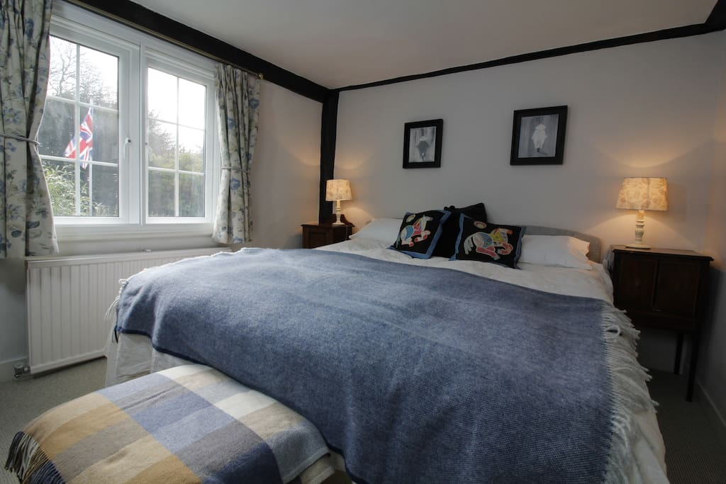 Oak Room has superking sized bed and en-suite bathroom. Can also be set up as two singles.