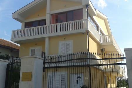 Vila Danica - Luxury Apartment with balcony - ทิวัต