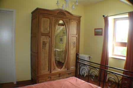 Le relais de Charlinette+gîte éques Ch. provençale - Guesthouse