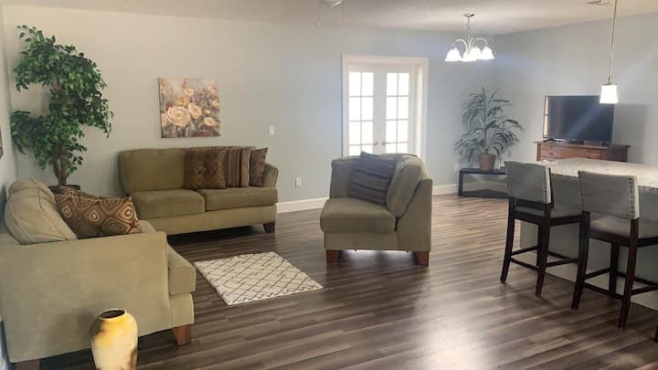 Newly Remodeled Full House Near to Equestrian Park