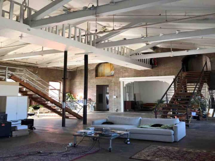 Amazing large private room in Brooklyn loft home!!