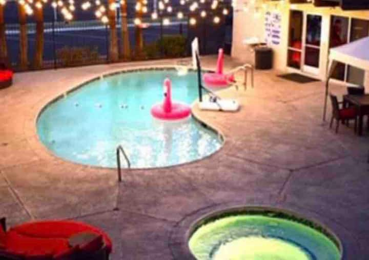 Poolside Oasis, 4 Mins From THE STRIP!