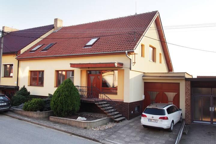 Moderní dům s výhledem na Pálavu - Kobylí  - Hus