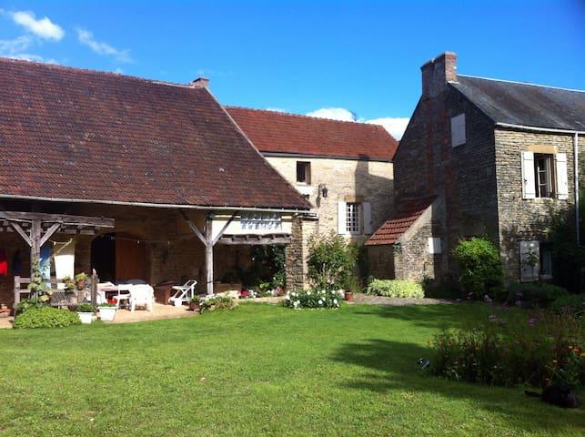 Maison avec charme et jardin - Saint-Père - Casa
