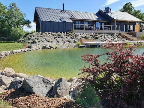 Villa Mere. Private 25 hectare estate by the sea