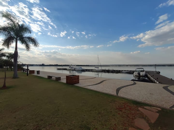 Life Resort, Brasília as margens do lago