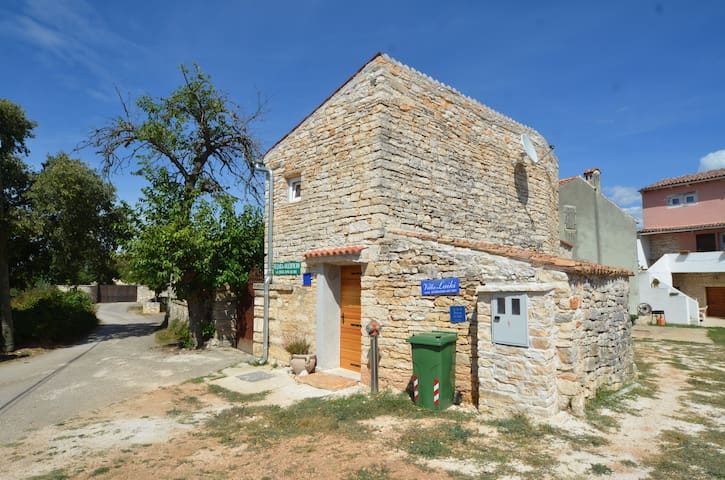 Small stone house near Rovinj - Rovinjsko Selo - Rumah