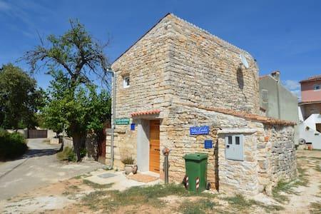 Small stone house near Rovinj - Rovinjsko Selo - Ev