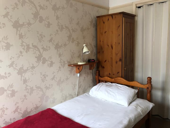 105 En Suite Single Room with Breakfast, near Pier