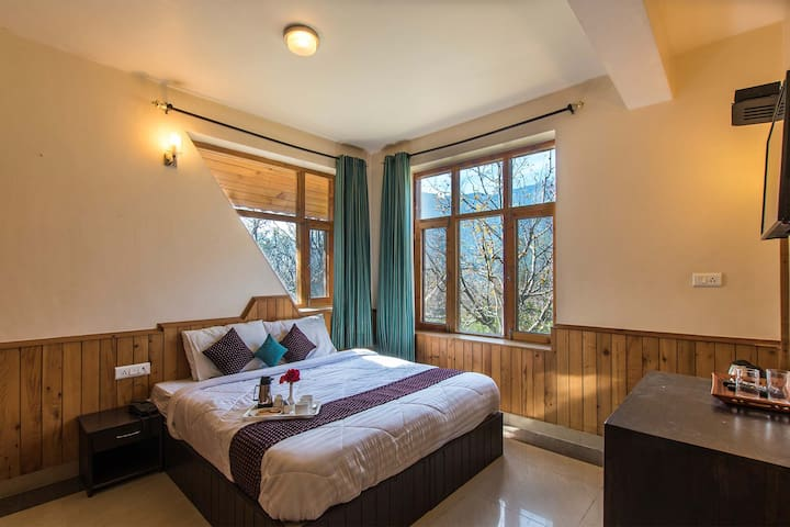 Luxury BR Villa w/Views+BKFST+Bonfire @Manali