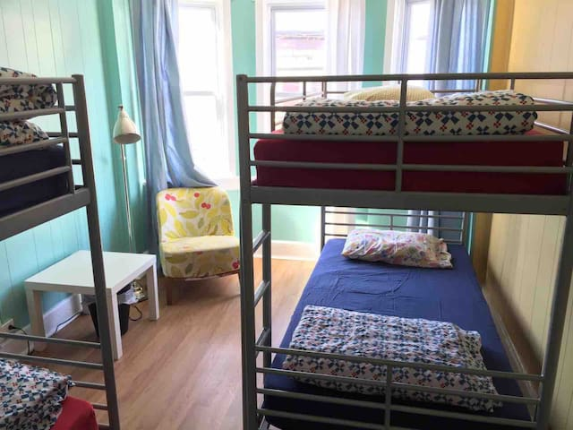 Need a bed? Central location. Shared 4 bed room