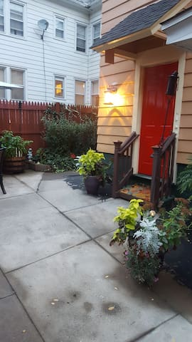 1350- a month 1bd / 1 bath Travelers welcome