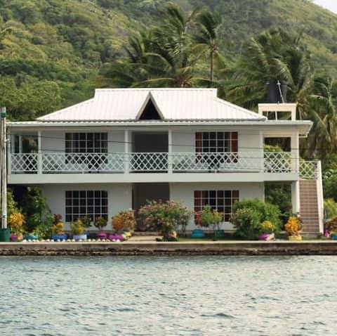 Sunshine Paradise Lodge.