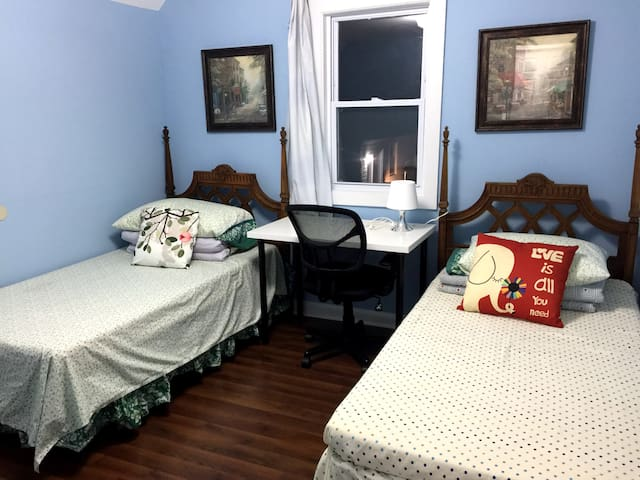 Newly Renovated Private Room 2 beds -Mins to DC
