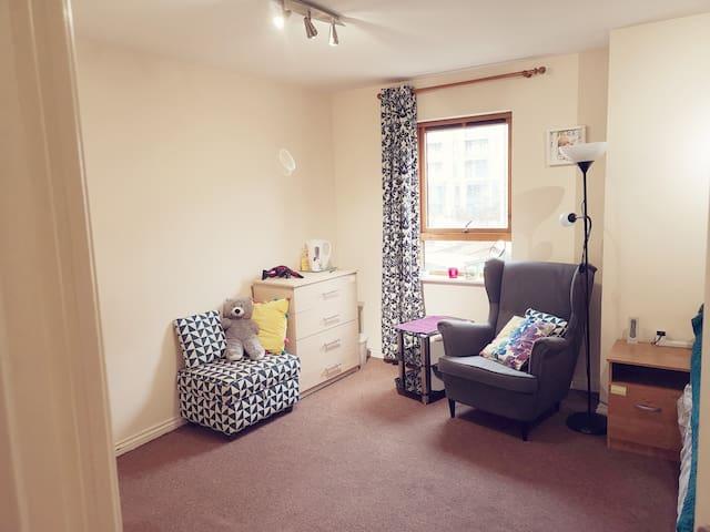 Double room in Canary Wharf for up to 2 ppl