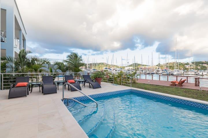 Waters Edge Luxury Villa by Bay Gardens Resorts