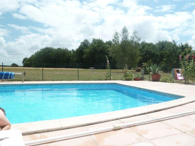 Maison de vacances avec piscine et tennis - Meursac - Feriehjem