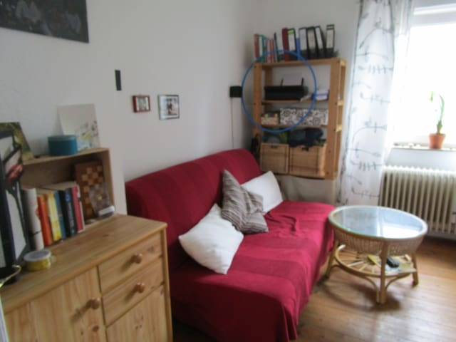 helle 3-Zimmer-Wohnung mit Küche und Balkon