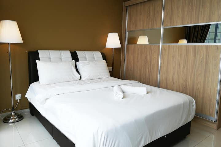 OPPOSITE LRT STATION. COMFY MODERN SUITES