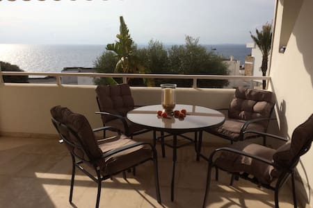 Apartment with sea view and pool - Roca Llisa