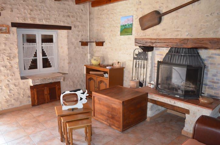 location saisonnière à la campagne - Saint-Amant-de-Montmoreau - บ้าน