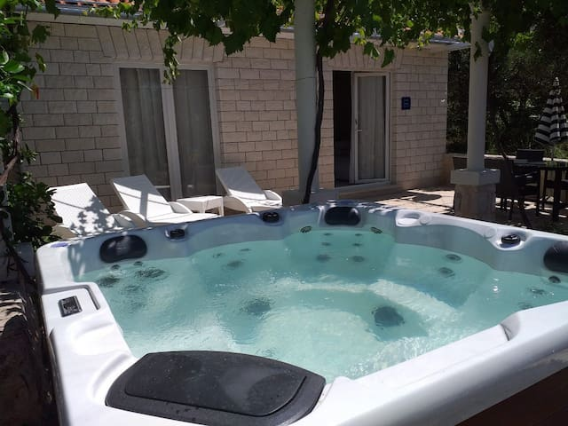 Bungalow Perna with whirlpool