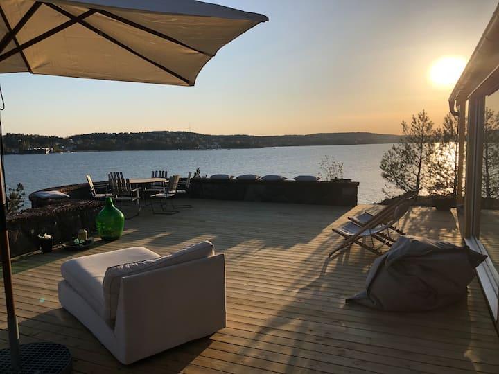 Unik villa på ett av Saltsjöbadens bästa lägen