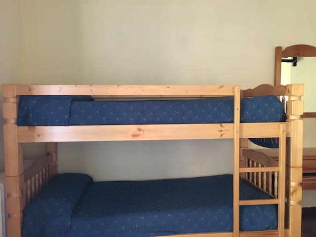 Spare bunk bed in a hotel room - Monachil - Bed & Breakfast