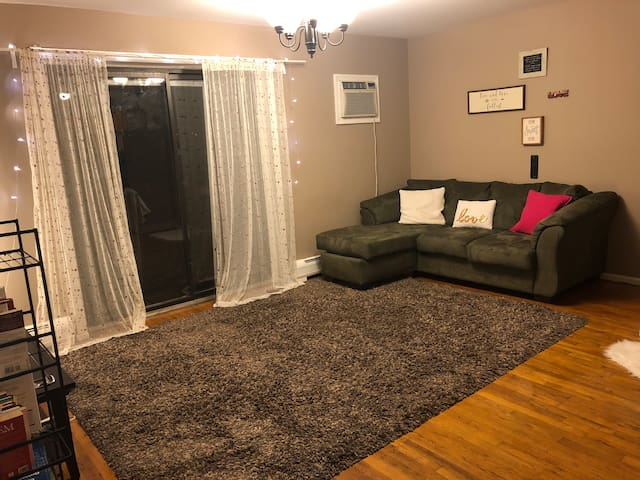 COZY, COMFORTABLE & CLEAN PRIVATE ROOM IN A HOUSE