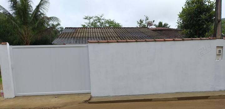 Ótima casa em Ubatuba watts 12933005366