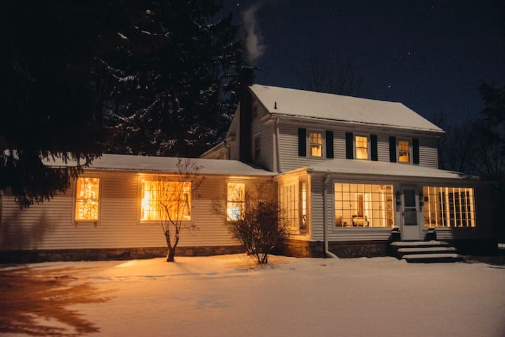 PA Farmhouse close to Skiing & Casino-Pet Friendly