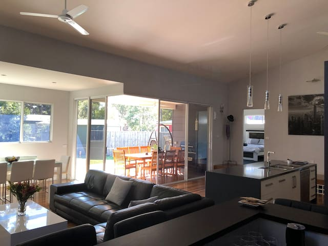 Currawong Corner - Modern, Spacious & Dog Friendly