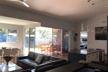 Currawong Corner - Modern, Pet Friendly & Spacious