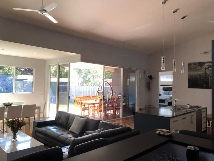 Currawong Corner - Modern & Spacious