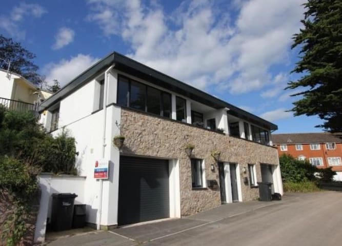 Stylish two bed house near Torquay harbour