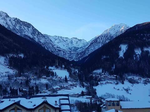 Moderna casa con vista spettacolare sulle Alpi