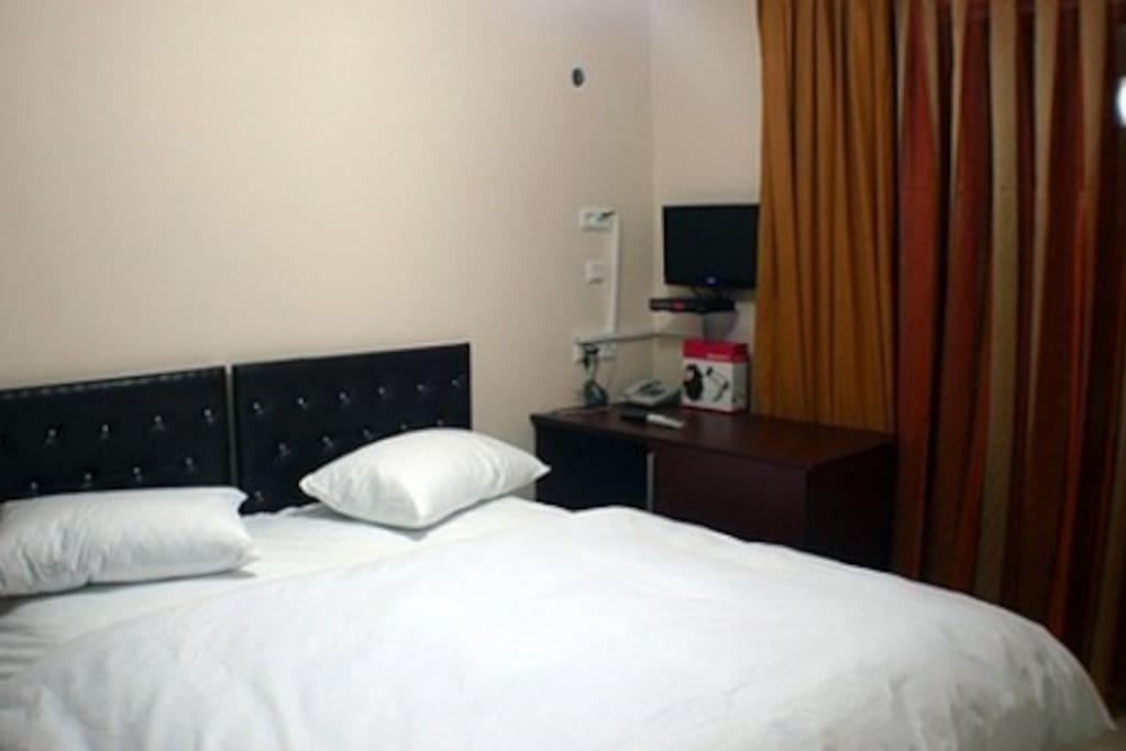 Odalarınız size özel üst düzey konfor göz önünde bulundurularak tasarlanmıştır.Her odanın balkonu vardır.