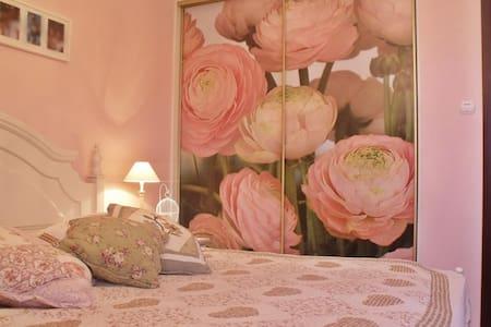 Vintage white medium bedroom - Wyszków - Dům