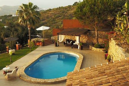Villa el Pino: mit Privatpool - Sayalonga